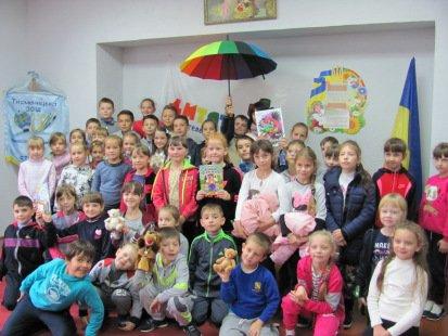 """Презентація книжки Віталії Савченко """"Сім'я чарівників"""""""