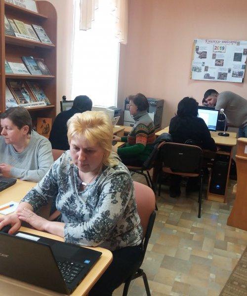 Комп'ютерні курси в бібліотеці ….